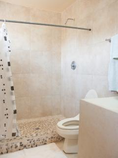 AFFORDABLE SUITE- FLOOR BATHROOM