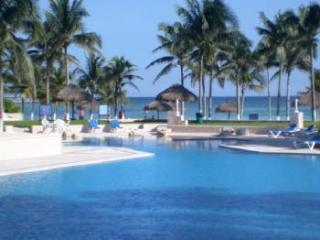 Villas del Mar condo beachfront pool