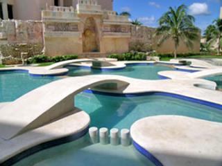 Quinta del Sol condo Mayan Waters - 1 of 2 pools