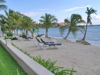 Quinta del Sol condo Mayan Waters - beach area is almost always quiet