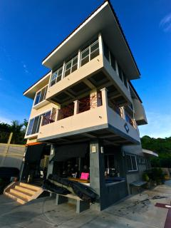 Oceanfront Luxury Home  Spectacular Sunsets & Surf