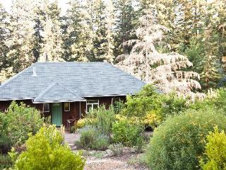 Lavender Cottage in Wine Country Near Sonoma Coast, Sebastopol