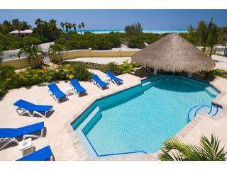 Pelican Vista: Beauty and the Beach!, Providenciales