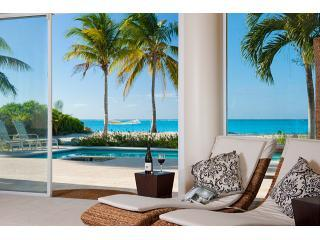 Villa Del Sol: luxury beachfront, Grace Bay beach!, Providenciales