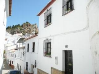 Large townhouse in pueblo blanco