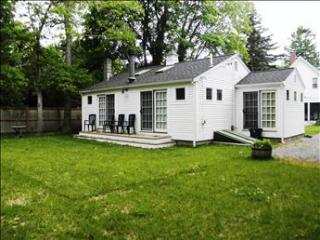 Wonderful Cotuit Village Cottage 95669