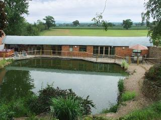 THE OLD SHEEP SHED, family friendly, luxury holiday cottage, with hot tub in Alberbury, Ref 3853, Shropshire