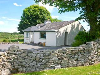 CNOC DUBH COTTAGE, family friendly, country holiday cottage, with open fire in, Kiltimagh
