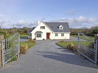 FERN VIEW HOUSE, family friendly, country holiday cottage, with a garden in