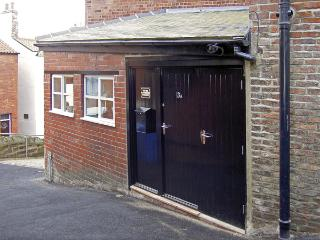 THE OLD BLACKSMITH'S WORKSHOP, family friendly in Whitby, Ref 3914