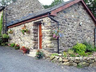 MAES COCH COTTAGE, romantic, country holiday cottage, with a garden in