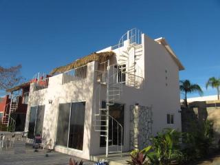 Casa Del Oso Blanco, Puerto Angel