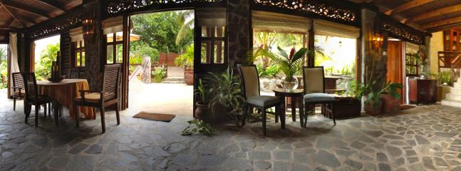 Inside Outside living at Villa Zatarra