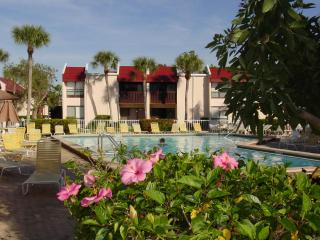 Relaxed Old Florida Lifestyle: Apt 162 Runaway Bay, Bradenton Beach