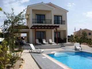 Private Heated Pool - Perfect for Autumn & Winter, Pafos