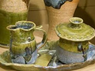 Besuchen Sie lokale Keramik oder erstellen Sie Ihre eigene