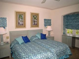 Second bedroom , twin beds
