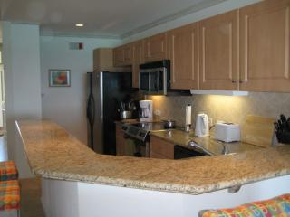 Fully equipped kitchen, breakfast counter