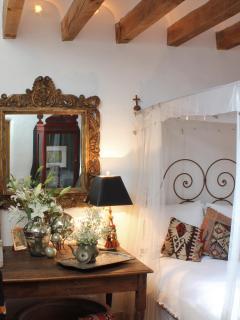 #2 - MAIN HOUSE, GUEST BEDROOM, QUEEN