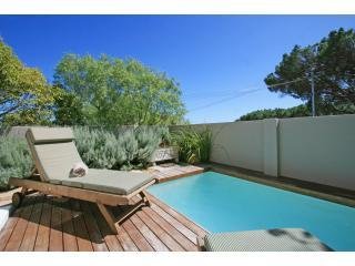 Dunkeld Village, 3 bed townhouse with small garden, Camps Bay