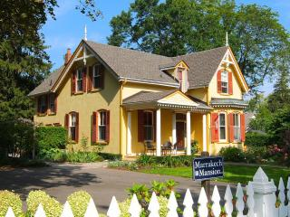 Marrakech Mansion 1 block to Queen St. 1/2 to Lake, Niagara-on-the-Lake