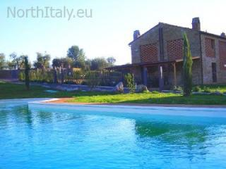 Apartment with swimming pool in Chianti