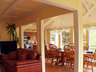 Park Place, Great River Views, Dog Friendly Vacation Home