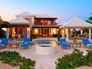 *LUXURY VILLA* Ocean Views from Every Room!, Providenciales