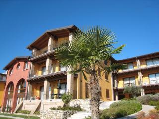 CorteFerrari:2Bdr. ELEGANCE,pool, lakeview,balcony