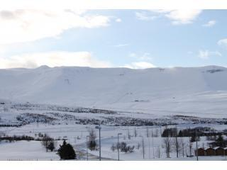 Zona de esquí de Hlidarfjall - vista de invierno
