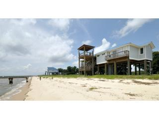 Oceanfront - steps to the beach - pet friendly, Ocean Springs