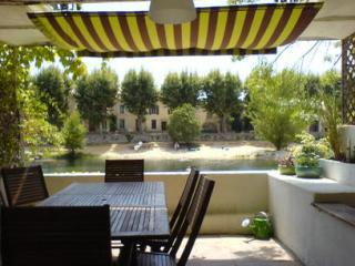 Riverside property in superb village location, Bize-Minervois