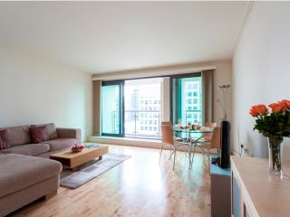 Waterfront Views MoLi Dockland 2Bed/2 Bath Apt, Londres
