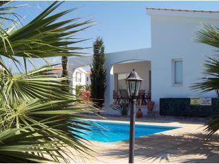 Villa Eleni, pretty villa near beach  Sleeps 6, Paphos