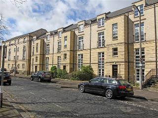 QUIET CITY CENTRE APARTMENT 2 with PARKING & Wi Fi, Edimburgo
