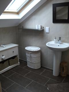 1st Floor Master Bedroom Ensuite c/w shower