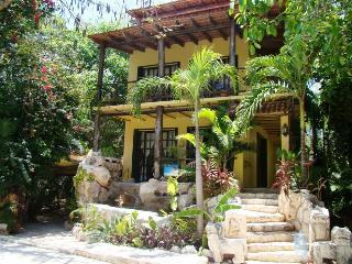 CASA SOMBRA VERDE - unique Mexican style villa!, Playa del Carmen