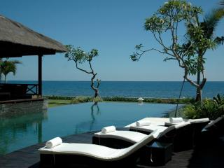 View over Villa Bossi's infinity pool, sun deck and bale benong
