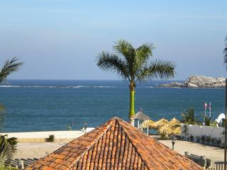 HUATULCO BEACHFRONT 2 BR CONDO WITH STUNNING VIEWS OF THE PACIFIC
