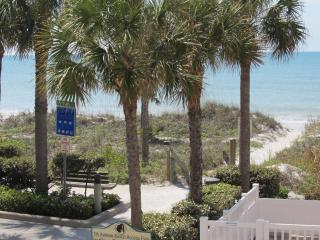 Gulfside Townhouse for a Relaxing Vacation UPDATED ON THE BEACH 2 PARKING SPOTS