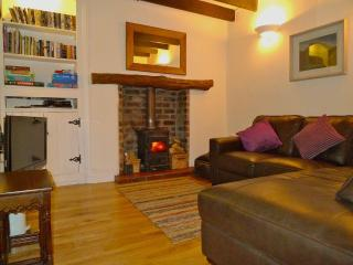 Comfortable Living Room. Free Wifi ,BluRay ,HD FreeSat , Selection of books , games and DVD's