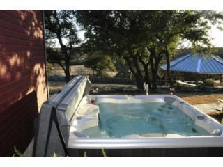 HOT TUB overlooking Hill Country - Stars are amazing!!