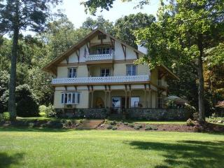 CT Lake Front  Victorian Mansion Truly Memorable, East Haddam