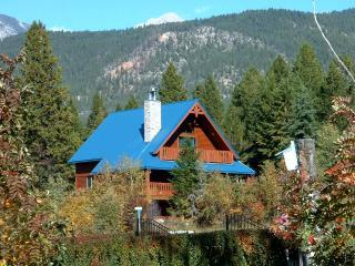 Beautiful Four Bedroom Fairmont Vacation Home, Fairmont Hot Springs