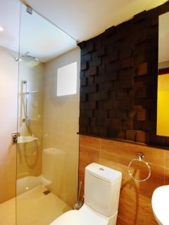 Slate House (ground floor) - bMode toilet