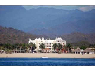 Oceanfront Luxury Condo - Close to Everything!, Huatulco