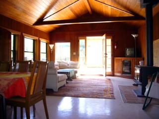 The Rhondavous, Cabin, WIFI, Open Living Room