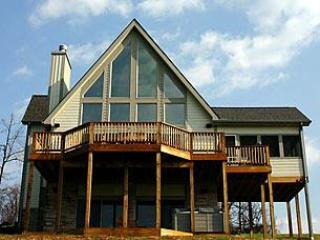 4BR Chalet-Hot Tub, Billiards, Fire Pit-FREE golf!, Swanton