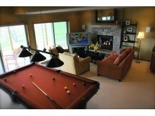 Book 3 nights, get 4th night free!  4BR Chalet-Hot Tub, Billiards, Fire Pit, Swanton