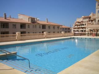 Luxury apartment opposite golf course/near beach